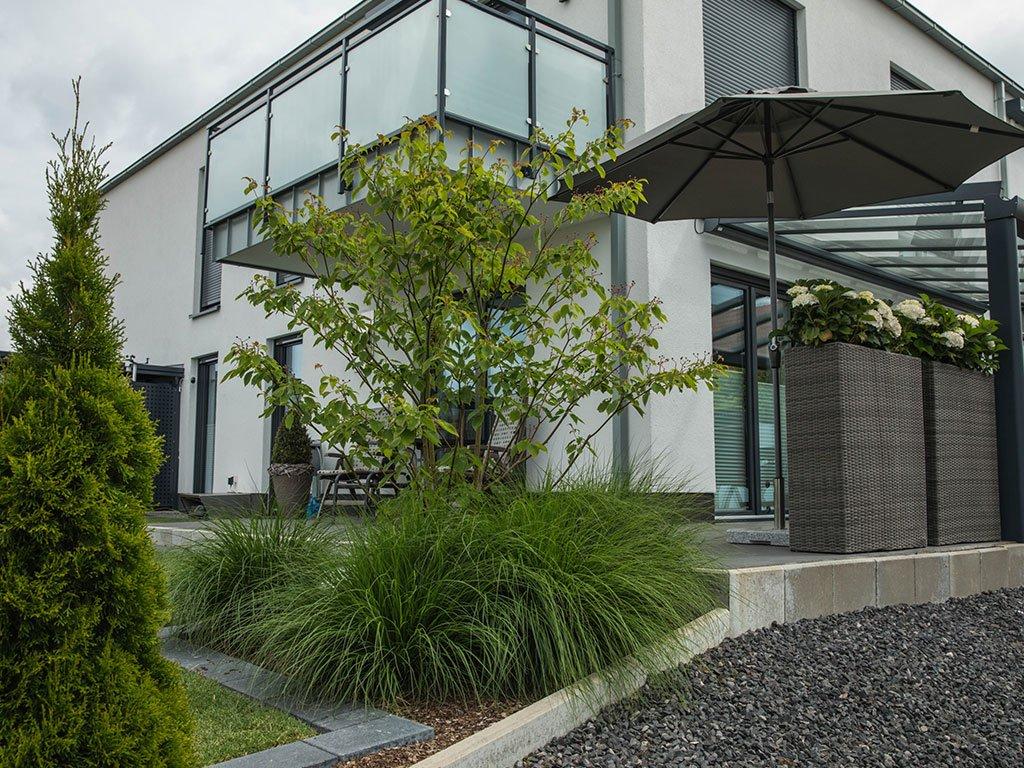 Moderner Garten Mehrfamilienhaus Laggenbeck Eingangsbereich