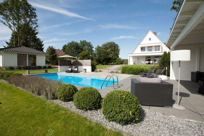 Garten mit Pool Poolbau aus einer Hand
