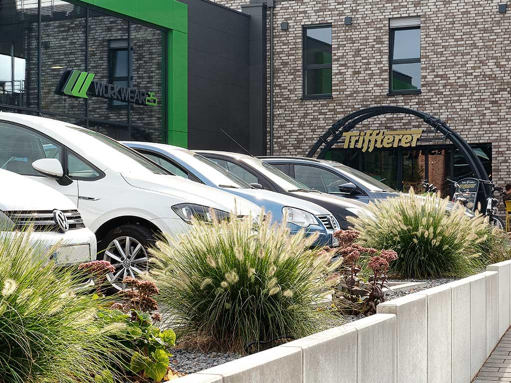 Außengelände und Parkplatz Gestaltung für Unternehmens