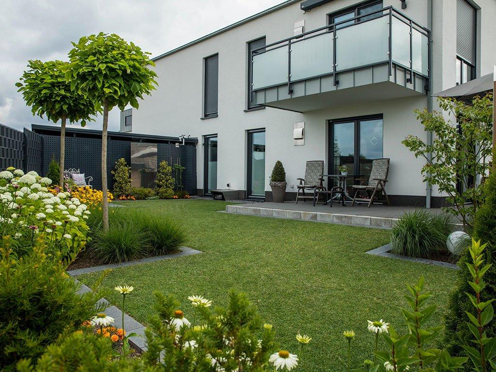 Moderner Garten Mehrfamilienhaus Laggenbeck Garten
