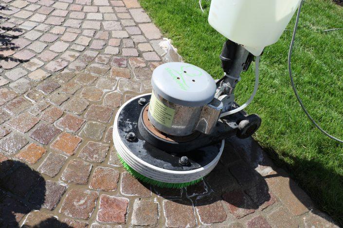 Unkrautbekämpfung Pflaster und Fugen sauber Steinreinigung