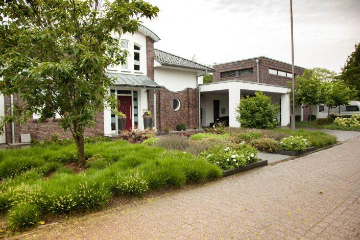 Vorgarten in Hasbergen bei Osnabrück gestaltet durch Fa. Stockreiter